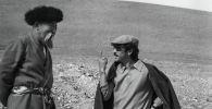 СССРдин эл артисти Муратбек Рыскулов менен белгилүү режиссер Геннадий Базаровдун сүрөтү 1972-жылы Ош облусунда тартылган