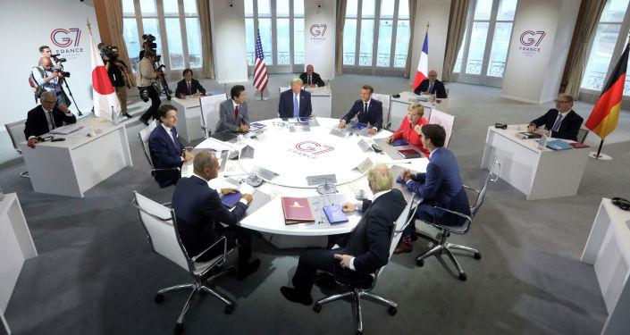 Мировые лидеры готовятся начать рабочую сессию по мировой экономике и торговле во второй день саммита G-7 в Биаррице, Франция. 25 августа 2019 года