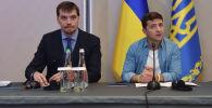 Заместитель главы офиса президента Украины Алексей Гончарук(слева) и президент Украины Владимир Зеленский. Архивное фото