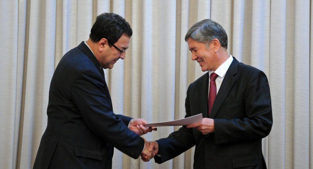 Бывший президент Алмазбек Атамбаев и бывшим вице-премьер Шамиль Атаханов. Архивное фото