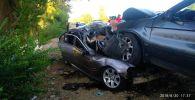 Последствия лобового столкновения внедорожника BMW X5 и легковой BMW  между селами Кызыл-Орук и Сары-Камыш. Архивное фото