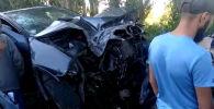 BMW-X5 менен BMW-530 үлгүсүндөгү автоунаалар жума күнү кан жолдо, Кызыл-Өрүк жана Сары-Камыш айылдарынын ортосунда кагышкан.