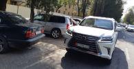 С передних боковых стекол автомобиля, на котором ездит экс-кандидат в президенты Омурбек Бабанов