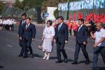 Президент Сооронбай Жээнбеков, спикер ЖК Дастан Джумабеков, премьер-министр Мухаммедкалый Абылгазиев, а также экс-президент Роза Отунбаева и мэр столицы Азиз Суракматов на праздновании дня независимости