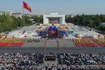 Праздничные мероприятия по случаю Дня независимости на центральной площади Ала-Тоо города Бишкек.