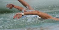 Пловцы во время заплыва. Архивное фото