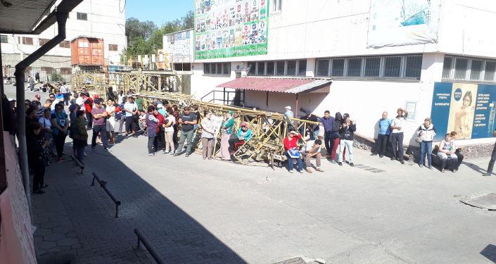 Митинг арендаторов на Ошском рынке