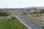 Вид на дорогу на улице Аалы Токомбаева (Южная магистраль) в Бишкеке