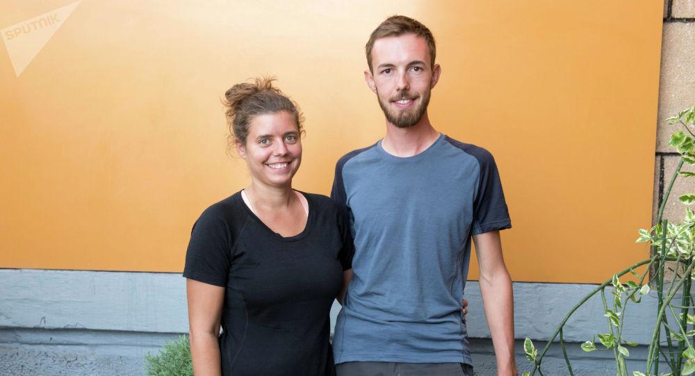 Путешественники на велосипедах Иво Метч и Рита Ратасич