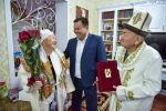 Ленин районунун акими Токтосун Султанов Бишкек шаарынын жашоочулары Карпек Курманов менен Анипа Курманованы түтүн булатканына 65 жыл болушу менен куттуктады.