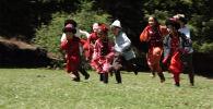 Тушоо кесуу — один из древнейших кыргызских обрядов. Это символичное разрезание пут маленького ребенка, которое превращается в настоящее торжество.