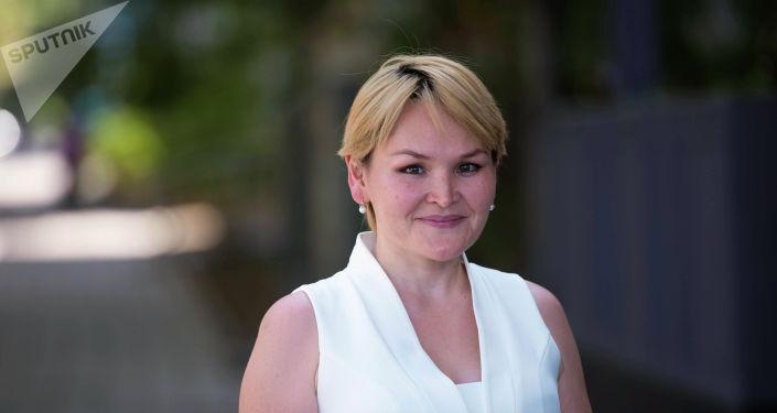 Пластический хирург Айнура Сарыбаева во время беседы