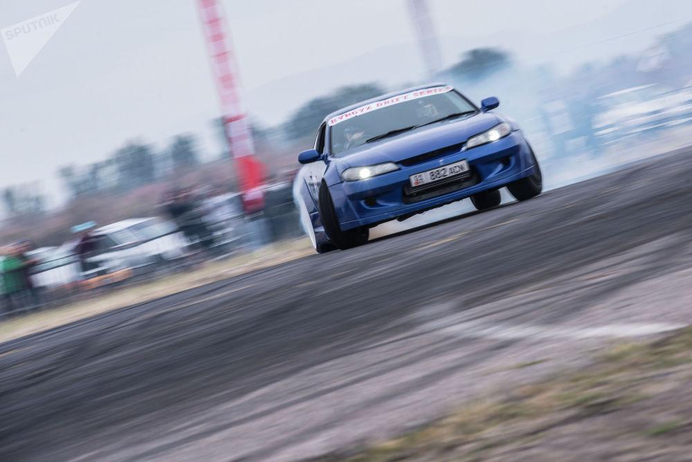 """Спортчу Артур Праздников дрифт жарышынын """"стрит"""" түрү боюнча Nissan Silvia унаасы менен биринчи орунга татыды"""