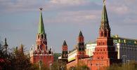 Троицкая, Комендантская, Оружейная и Боровицкая башни (слева направо) Московского Кремля. Архивное фото