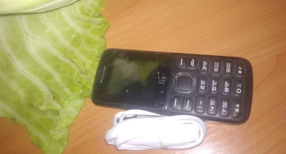 Гражданину, приговоренному к пожизненному лишению свободы, родственники передали капусту, в которой спрятали сотовый телефон
