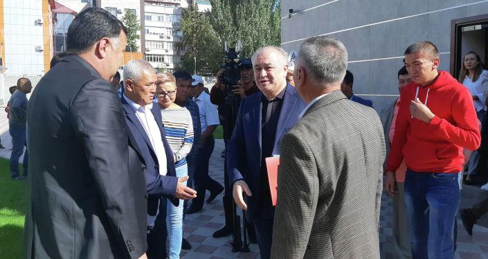 Бывший депутат Омурбек Текебаев в Первомайском районном суде Бишкека, где идет пересмотр уголовного дела, связанного с компанией Альфа Телеком (торговая марка MegaCom).