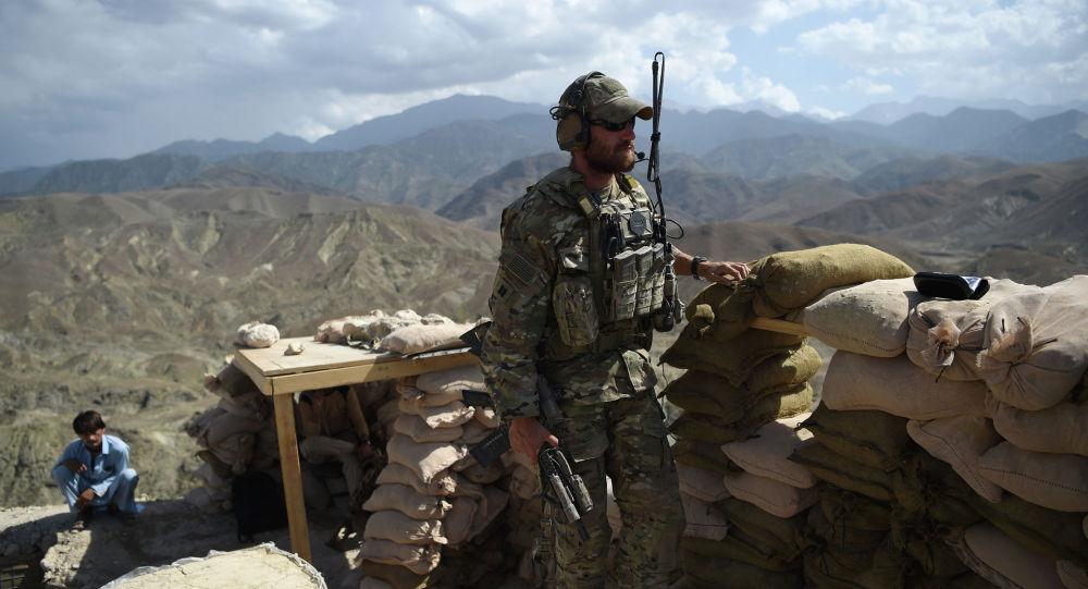 Военнослужащий армии США на контрольно-пропускном пункте в Афганистане. Архивное фото