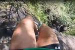 Отпуск Хизер Фримен на Гавайях едва не стоил ей жизни — она пережила падение с водопада. На голове 27-летней туристки была закреплена камера GoPro, которая и запечатлела произошедшее.