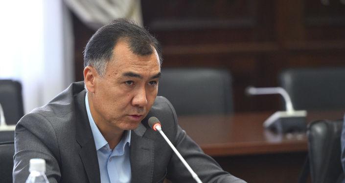 Члены Госкомиссии по изучению событий 7-8 августа 2019 года в селе Кой-Таш заслушали информацию Равшана Жеенбекова