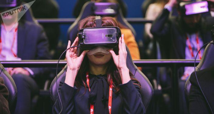 Посетители на выставке мобильных технологий. Архивное фото
