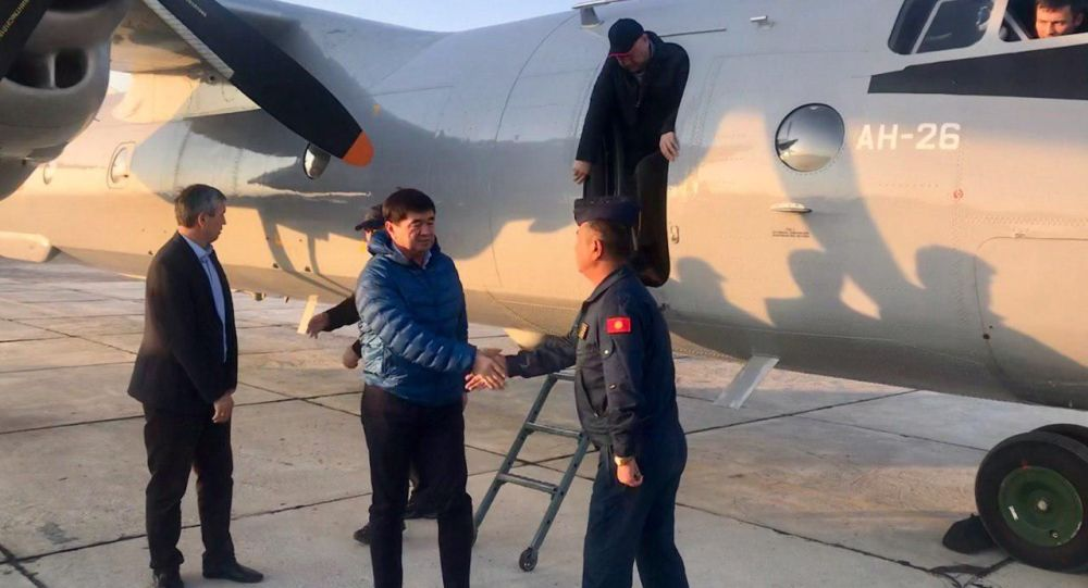 Премьер-министр Мухаммедкалый Абылгазиев тик учак учак менен Баткен облусунун Лейлек районуна келди