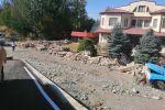 Бишкектеги Кара-Көл көчөсүндө жайгашкан №58 үйдүн өз чегинен өтүп салынган дарбазасы түрттүрүлдү