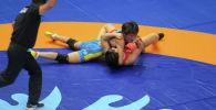 Кыргызстанская спортсменка Айсулуу Тыныбекова выиграла в 1/8 финала японку Юкако Каваи и уложила ее на туше на лицензионном Чемпионате мира по спортивной борьбе.