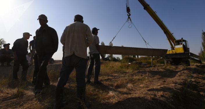 Строительство канала в Ак-Чийском айыл окмоту Кара-Буринского района в Таласской области