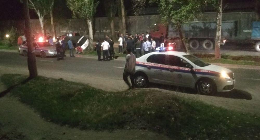 Последствия ДТП по улице Льва Толстого в Бишкеке