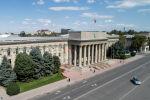 Вид на здание правительства на старой площади Бишкека. Архивное фото
