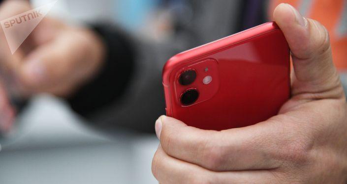 Новый смартфон. Архивное фото