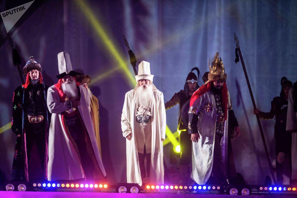 Өнөрпоздор Манас эпосу боюнча театралдашкан оюн-зоок жана концерттик программа тартуулашты