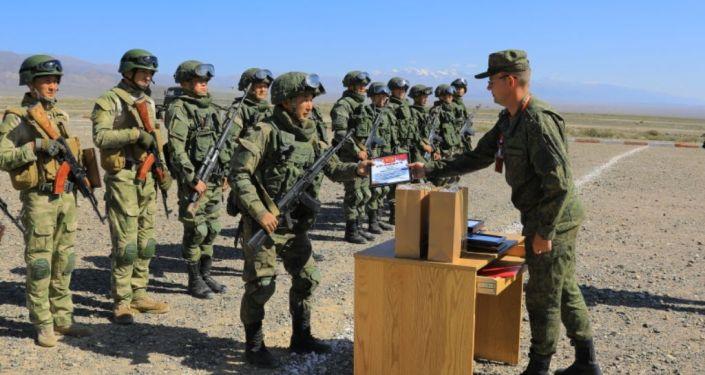 На полигоне Эдельвейс в Балыкчи накануне, 21 сентября, завершилось совместное кыргызско-российское учение — часть маневров Центр-2019