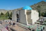 Национальный комплекс Манас-Ордо, расположенный в 22 км от города Талас, у подножия горы Кароол-Чоку, посвящен главному герою произведения: Манас батыру.