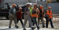 Рабочие на строительной площадке. Архивное фото