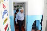 Министр образования и науки КР Каныбек Исаков посетил школы в Таласе, которые находятся в аварийном состоянии