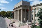 Вид на здание правительства Кыргызской Республики на старой площади Бишкека с высоты. Архивное фото