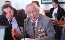 Кыргыз эл акыны, сүрөтчү Рамис Рыскулов. Архив
