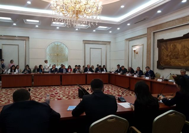 Участники международно-выставочного форума Евразийская неделя — 2019 в зале заседаний Энесай в Госрезиденции Ала-Арча