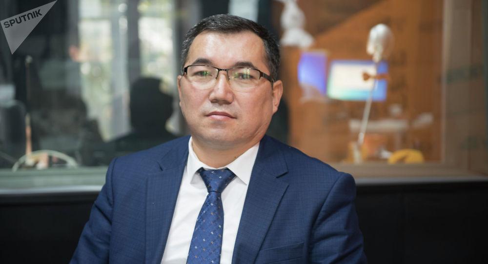 Саламаттык сактоо министрлигинин Каржы саясаты башкармалыгынын жетекчиси Мирлан Атакулов