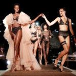 Парижде салтка айланган мода жумалыгы өтүп, 2020-жылдын жаз, жай айларында кандай кийимдер мода болору көрсөтүлдү