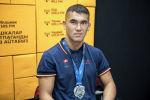 Нур-Султан шаарында өткөн грэпплинг боюнча дүйнө чемпионатынын күмүш медалынын ээси Абдылдабек Кекенов