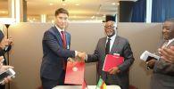 В Нью-Йорке состоялись двусторонние встречи глава внешнеполитического ведомства КР Чингиз Айдарбеков с министром внешних связей Камеруна Мбелла-Мбелла.  27 сентября 2019 года