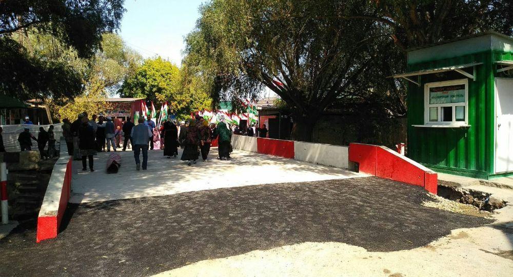 Баткен облусундагы Лейлек району менен Тажикстандын Бабажан Гафуров районун байланыштырган көпүрө кайрадан курулуп, пайдаланууга берилди