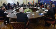 Участники заседания Высшего евразийского экономического совета (ВЕЭС) и глав делегаций приглашенных государств в Ереване.