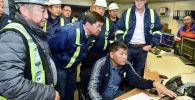 Бывший премьер-министр Мухаммедкалый Абылгазиев на комбинате рудника Кумтор. Архивное фото