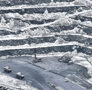 Деятельность горнодобывающей компании Kumtor Gold Company, осуществляющей добычу золота на месторождении Кумтор в Иссык-Кульской области Кыргызской Республики. Архивное фото