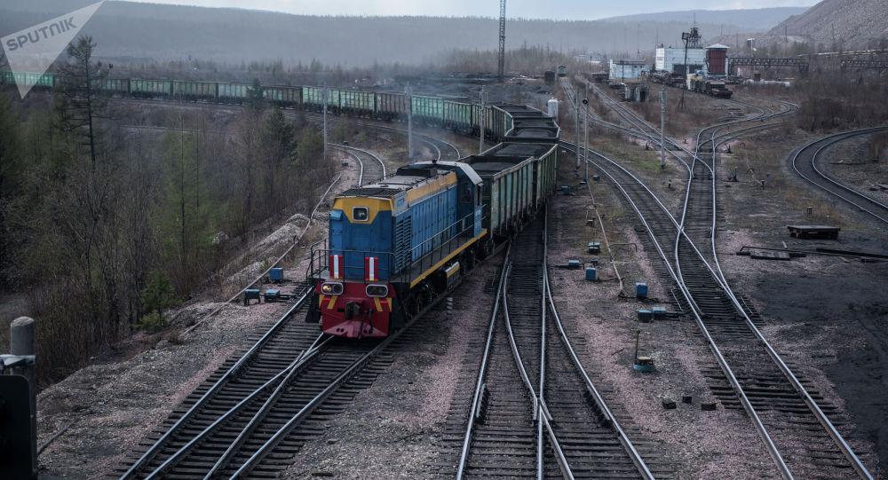 Көмүр ташыган поезд. Архив
