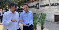 Мэр Бишкека Азиз Суракматов во время встречи с главой Тбилиси Кахой Каладзе в ходе поездки в столицу Грузии.