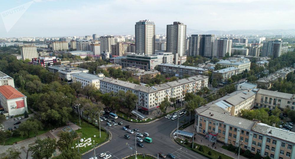 Вид на пересечение улиц Манаса и Чуй с высоты в Бишкеке